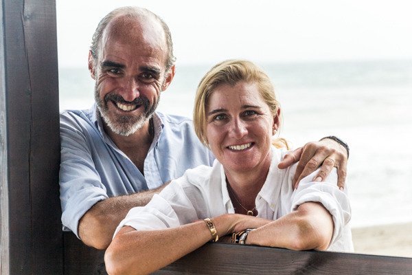 Sesión de fotos familiar en la playa - Familia Urrutia Parages