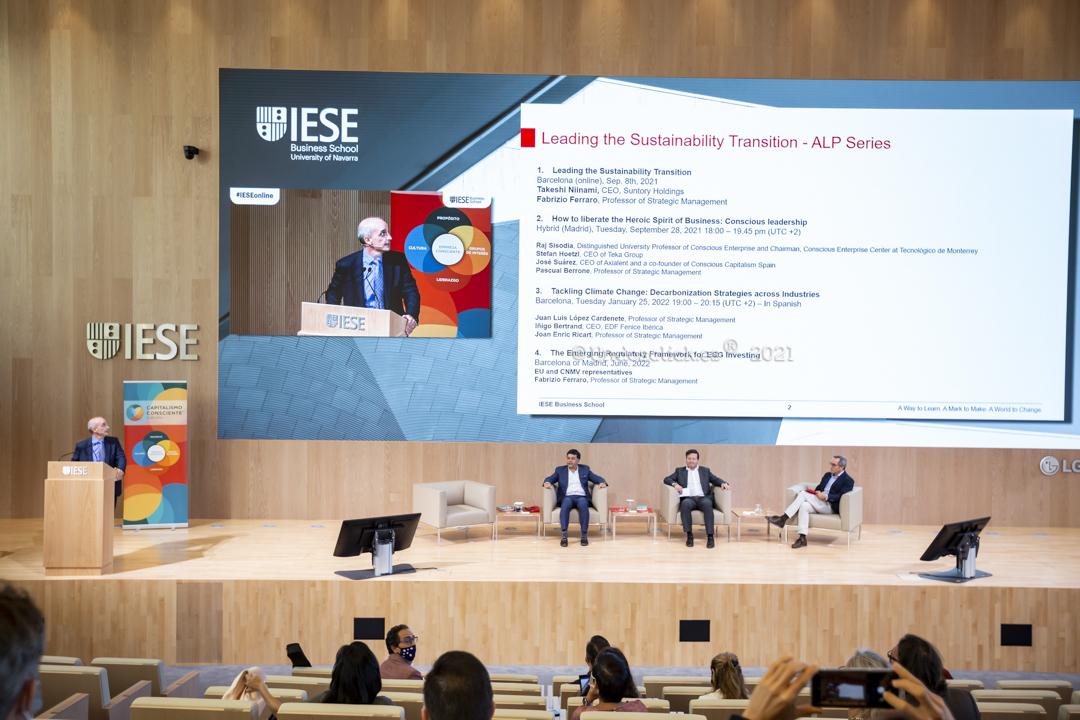 Fotografía Evento en IESE Business School - Charla Dr. Stefan Hoetzl CEO TEKA GROUP